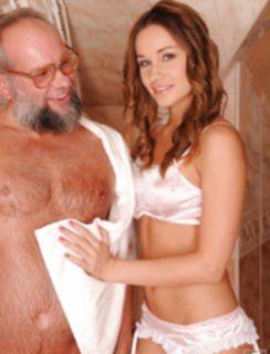 Отсосала у бородатого старика и по ласкала его пальчиком в попке