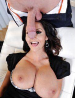 Сексуальная мама Ava Addams с членом во рту