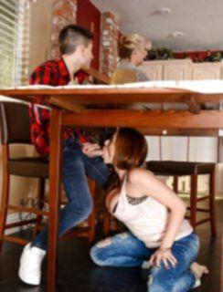 Мамкина подруга втихаря соснула под столом